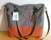 Embroidered tote bag, orange and brown, with leather straps - Herbarium Collection - Fumaria