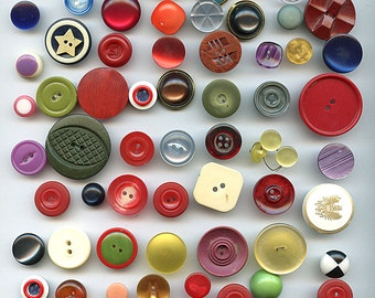 Lot (60) Vintage Plastic Buttons 1940s to 1960s Variety Different Materials and Sizes 9672