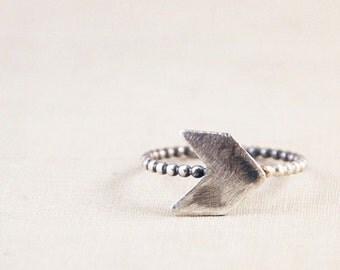 Chevron Silver Ring / Stackable Silver Ring / Arrow / Vintage Modern Jewelry