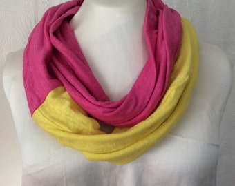 Two-tone Linen Knit Infinity Scarf - Pink/Yellow