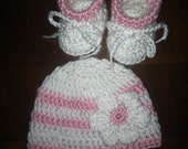 Baby girl hat and booties. 0-3 months.