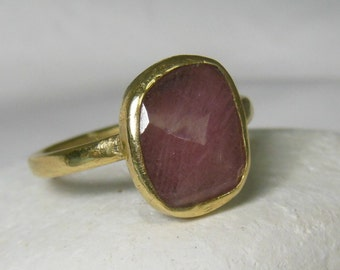 Resderved for RT  Pink sapphire Ring, Solid yellow Gold and sapphire Statement ring,  engagement ring , Recycled 18kt and 14 kt gold ring