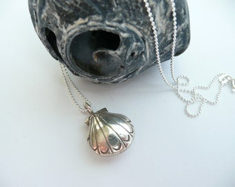 Artisan Karen Hill Tribe Fine Silver Etched Scallop Shell Charm Sterling Silver Ball Chain Bohemian Beach Hippie Charm Necklace