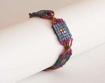 Beaded Bracelet with Matte Metallic Dark Blue Squares, Swarovski Crystals in Fuchsia and Bronze Twisted Seed Beads. Geometric Bracelet S226