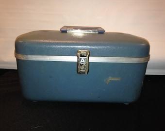 VIntage 1960s Era Aeropak Blue Luggage Train Case/Suitcase/Overnight Bag