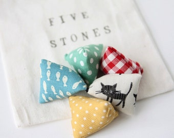 Five Stones Game-Cats and Fishes
