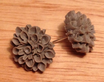 Gray flower post earrings