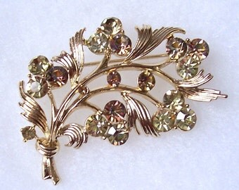 Lisner Signed Gold Tone & Rhinestone Brooch Gorgeous