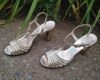 Silver & Gold  - Vintage 60s 70s Gold Strappy Heels / Sz 7.5