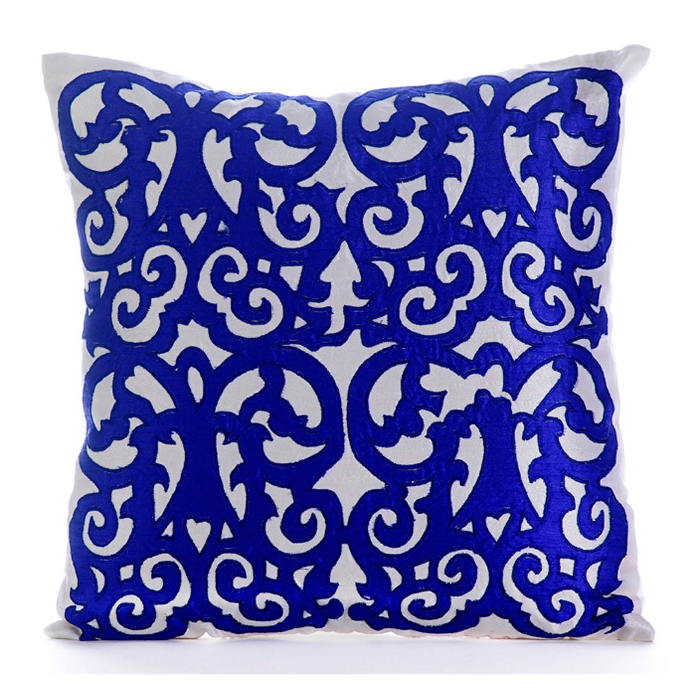 Decorative Pillow Wraps : White And Blue Decorative Pillow Covers 18x18 Sofa Pillows