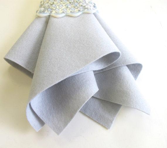 Silver Grey Felt, 100% Wool, Choose from Three Sizes, Nonwoven Felt, Wool Felt Fabric, Wool Applique, Needlework, Felt Sheet
