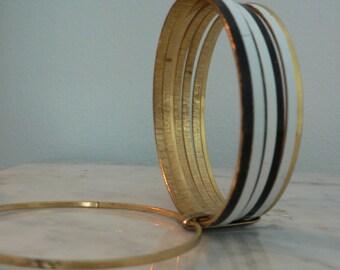 vintage 8pcs black white gold metal bangle bracelet/ goldtone bangle set / 60s mod striped bracelet