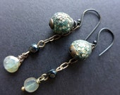 Sylph. Texture experiment crackle and shards polymer earrings with labradorite.