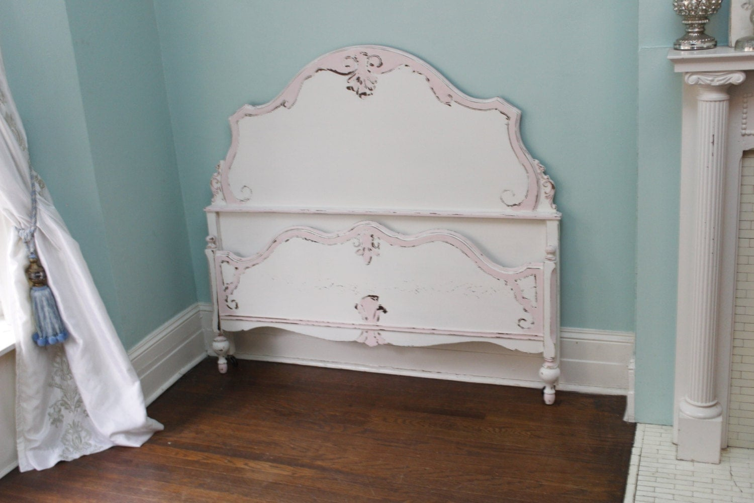 Antique full bed frame shabby chic distressed pink white for Shabby chic bett