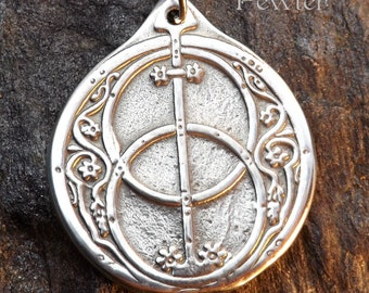 Chalice Well - Pewter Pendant - Britains ancient site, Avalon between Glastonbury Tor and Chalice Hill  England, Sacred Jewelry