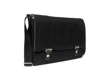 "12"" MacBook messenger bag - black"