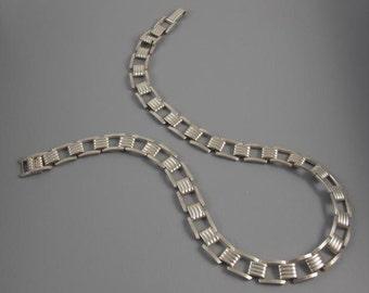 Vintage Retro Moderne sterling silver tank track tread necklace