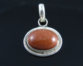 Vintage Sterling Silver Wire Boarder Gold Stone Pendant