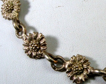 SALE, SWEET Brassy Gold Victorian Flower Link Chain Necklace,  French Flower Pattern, Classic Understated and Elegant Design, 1980s,