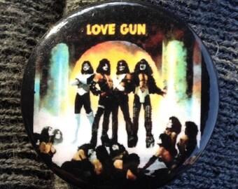 1980 UK Release Kiss LOVE GUN Button