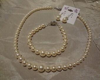 Bridesmaid set pearl necklace 3 piece set Graduated Pearl Necklace Vintage Style Swarovski Pearls bridesmaid necklace PS10