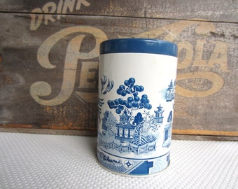 Vintage Blue and White Oriental Scene Riley's Toffee Tin England