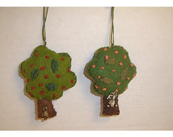 Tree Ornament/Round/ Made of Felt/ Handmade*/MADE to Order**