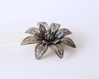 Antique late 19th century sterling silver filigree floral bloom brooch pin