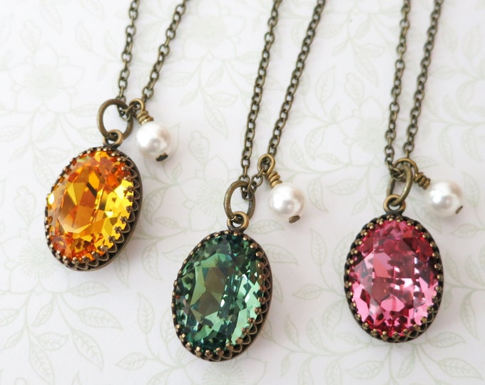 Vintage style Oval Swarovski Crystal brass necklace, Oval Stone pendant necklace, dainty vintage bridesmaid necklace, rustic countryside