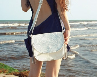 Tooled  Leather purse//Piñata White//