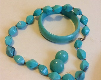 Vintage Plastic Beaded necklace matching Bracelet and Pierced Earrings.  Turquoise Blue.