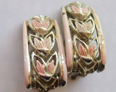 vintage Star pale pink and silver tone flowers curved rectangle clip on earrings 315A