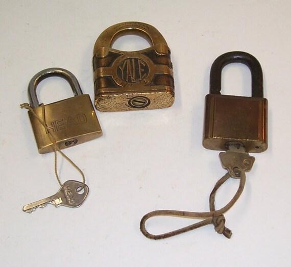 antique 3 brass padlocks yale y t no key locked shut key. Black Bedroom Furniture Sets. Home Design Ideas