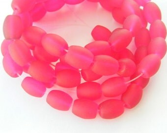 75 Red frosted glass beads B162