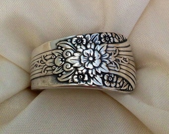 Spoon Ring Silver Mist aka Marigold 1935 Size 5 to 15 Choose Your Size Vintage Silveplate