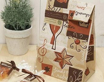 12 Leaf & Star Kraft Paper Bags (6 x 11in)
