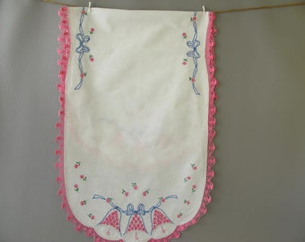 Vintage Embroidered Dresser Scarf, table runner