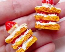 3D Strawberry Napoleon Cabochons (2pcs / 22mm x 27mm / Flat Bottom) Whimsical Miniature Sweets Deco Dollhouse Cake Kawaii Decoden FCAB283
