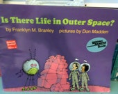 Classroom Sized Children's Book Is There Life in Outer Space by Franklyn M Branley Reading Rainbow Book Story Time Homeschool Preschool