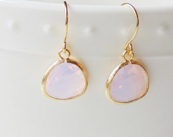 Opal violet pink and gold glass dangle earrings. Violet opal. Bridal earrings. Bridesmaids earrings. Wedding jewelry Bridesmaid earrings