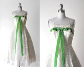 1950 ivory tulle dress. 50's lace dress. bombshell. xs. full dress. cream. green bow. 50 prom dress.