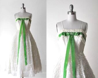 1950 ivory tulle dress. 50's lace dress. bombshell. xs. full dress. cream. green bow. 50 prom dress.