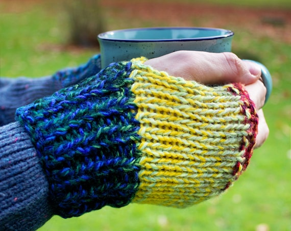 Mittens Macaw Buskers' Mitts - Unisex Fingerless Gloves for Men & Women - Adult Rainbow Mittens Unisex Colourful Fingerless Mittens for Men