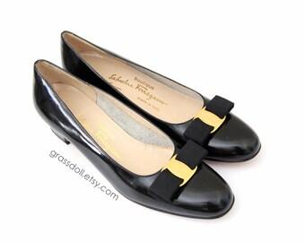 Excellent Condition Vintage Salvatore Ferragamo Black Patent Leather Bow Trim  Women's Lofer Shoes // Size 9 Narrow