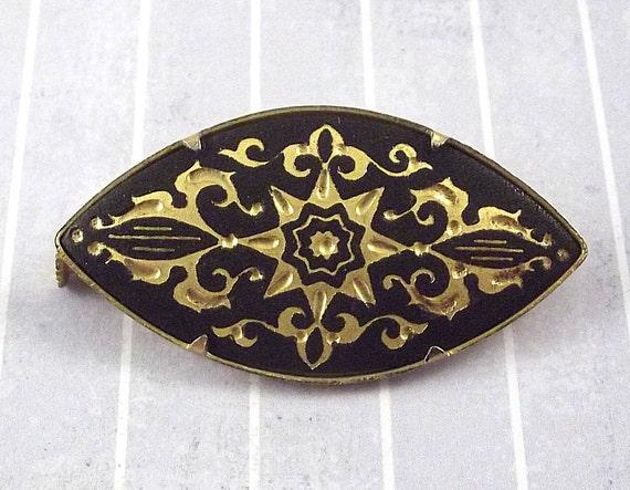 Vintage Damascene Pin Eye Shaped Pin Brooch Ornate Designs Black and Gold Tone Star Pattern Scroll Flourish Elegant Damascene Star Pin
