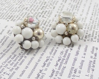 Costume Vintage Earrings Gold White Flowers Jewelry Earring Fashion Earrings Circles Clasp Gold Colored Flowers Balls Beaded made in JAPAN