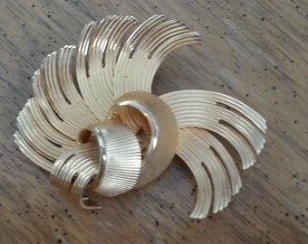 Vintage Gold Tone Metal Brooch Pin 1980s Abstract
