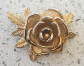 Vintage Sarah Coventry signed gold toned Rose Flower brooch 1.75 - excellent condition