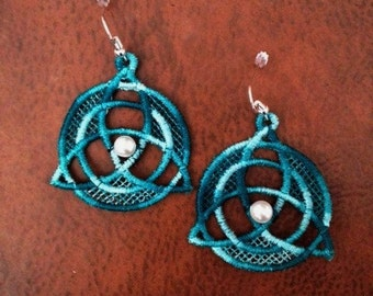 Triqueta earrings in Shades of Teal