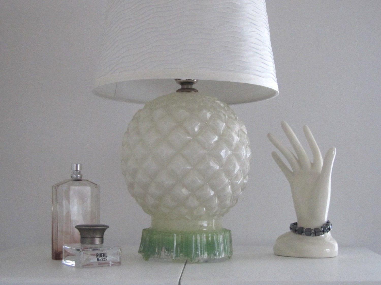 Vanity Desk Lamp : Vintage table lamp/ white glass/green lamp/ vanity by margosmuse